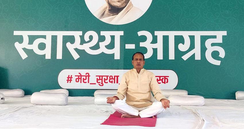 मुख्यमंत्री श्री चौहान द्वारा योगाभ्यास