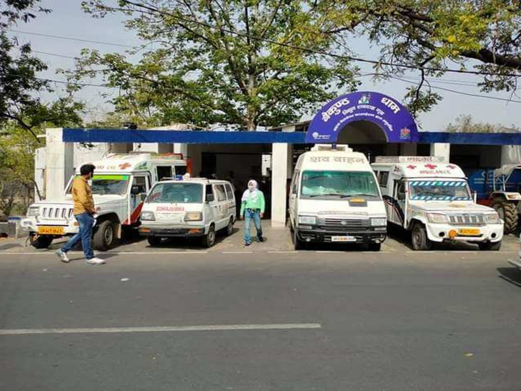 Coronavirus in Lucknow : एक ऐम्बुलेंस में 3 शव...श्मशान में लंबी कतार...कई घंटे इंतजार करने पर अंतिम संस्कार