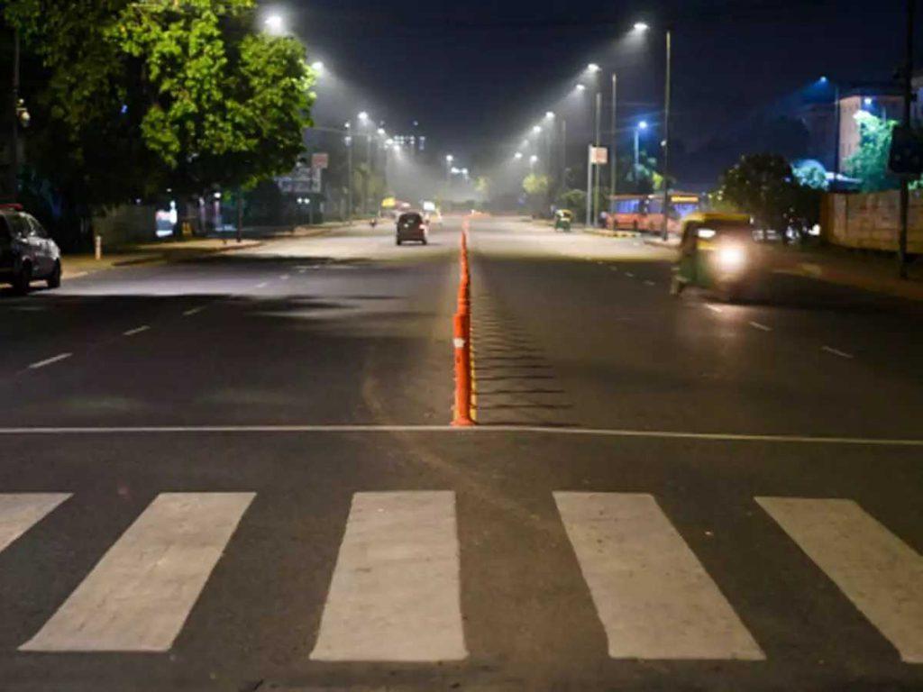 Night Curfew In Lucknow : आज से लखनऊ समेत 3 जिलों में नाइट कर्फ्यू, रात 9 से सुबह 6 बजे तक रहेगी बाहर निकलने पर पाबंदी