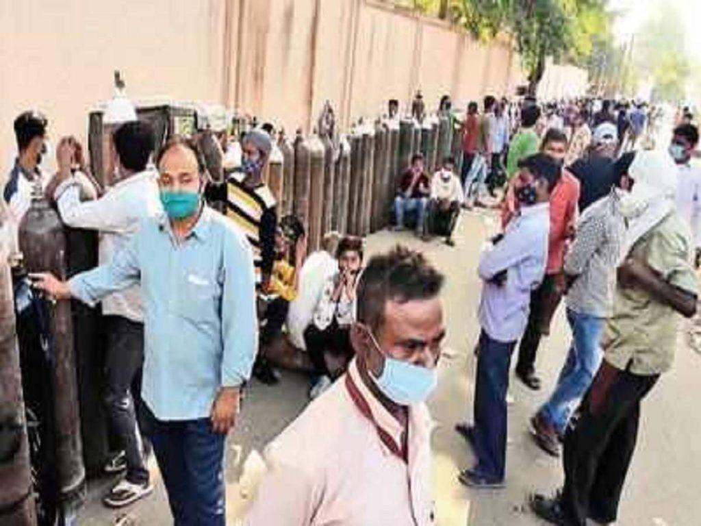 Noida coronavirus news: कोरोना मरीजों के परिवार परेशान... पूछ रहे होम आइसोलेशन वाले कहां से भरवाएं ऑक्सिजन सिलिंडर