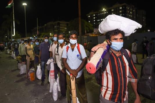 महाराष्ट्र तालाबंदी: पिछले साल प्रवासी संकट पर फूट-फूट कर रोने वाले पत्रकार और 'सेलेब्स' अब चुप हैं