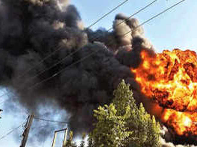 Bijnor factory blast news: बिजनौर में पटाखा बनाते वक्त लगी आग, 5 मजदूरों की मौत, घर के अंदर चल रही थी फैक्ट्री