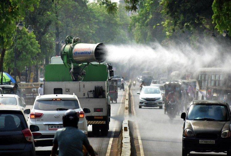 prayagraj news : नगर निगम की ओर से शहर में कराया जा रहा सैनिटाइजेशन।