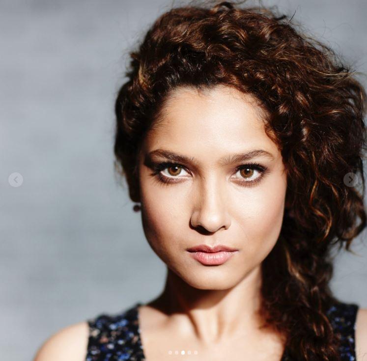 अंकिता लोखंडे ने अपने बौवफ्रेंड के साथ रोमांटिक फोटो की शेयर की, रिलेशनशिप को पूरे 3 साल हुए