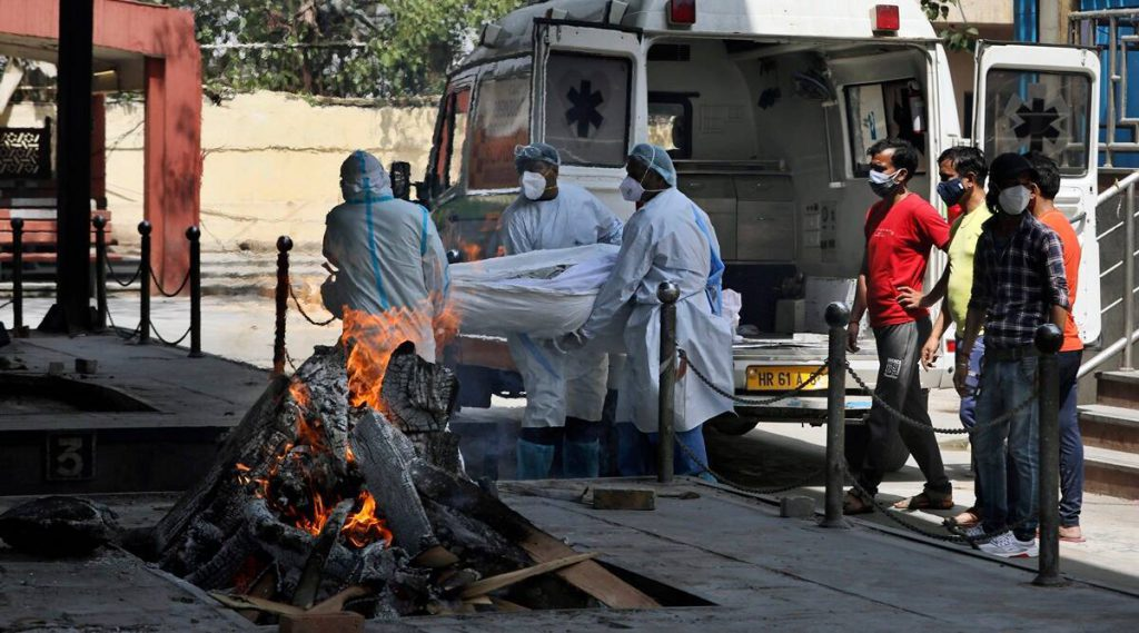 'दूरदर्शिता की कमी के कारण कोविद संकट ': महामारी की भारत की हैंडलिंग वैश्विक सुर्खियों पर हावी है