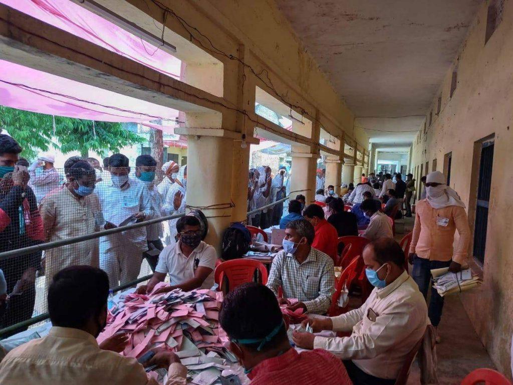 Pratapgarh Panchayat Election Result: चुनाव तो जीते, लेकिन कोरोना से हार गए, जानिए प्रतापगढ़ में कौन जीता, कौन हारा